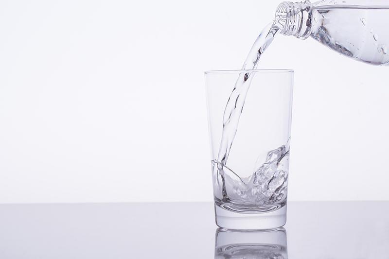 水が半分なくなったと思うか、半分も残っていると考えるか
